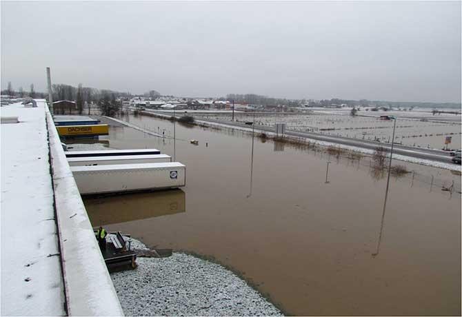 Inondation des quais de chargement d'une usine