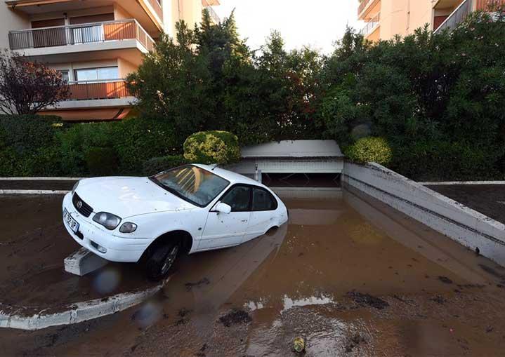 Un garage inondé dans le var