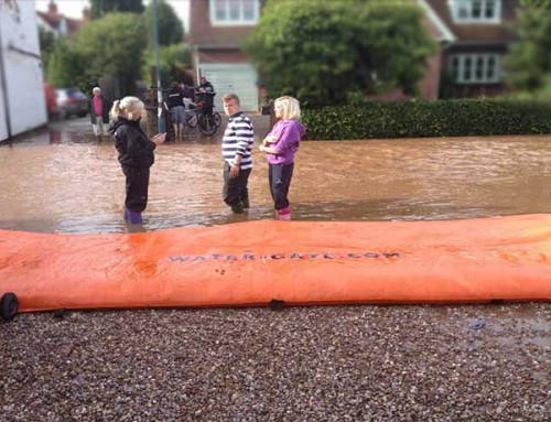 Woodborough, Angleterre Inondation de rue