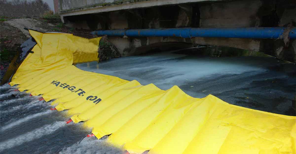 Barrage souple anti-pollution filtrant pour les rivières avec trous de relâche