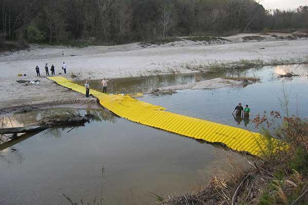 batardeau pour dévier l'écoulement et isoler une pile de pont pour inspection