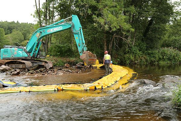 Chantier rivière enfouissement grue Batardeau Water-Gate