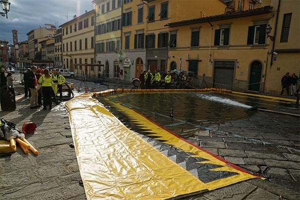 Remplissage digue mobile Water-Gate© Via dei Renai Florence