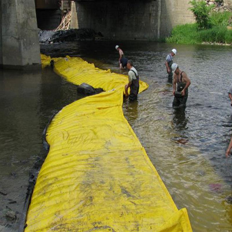 Batardeaux souples Water-Gate©. Installation en L depuis la berge jusqu'à la face opposée de la pile de pont.