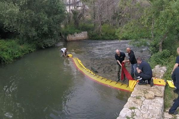 Batardeaux Comment assécher un seuil de rivière en 3 minutes! Modèle WL-06 avec lestage intégré.