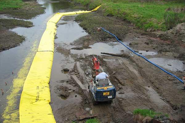Batardeau en U - Zone chantier - Vue depuis le pont vers l'amont
