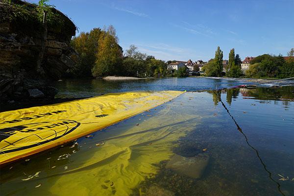 Lestage du bord d'attaque d'un batardeau WA-6050. Seuil du Doubs à Dole du Jura.